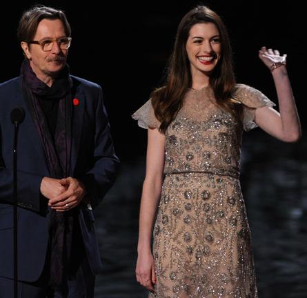 Anne Hathaway in Valentino   SCREAM 2011 Awards