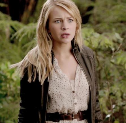Britt Robertson in Club Monaco   'The Secret Circle' Pilot Episode