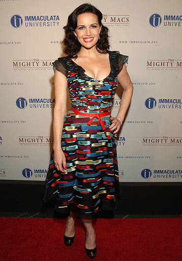 Carla Gugino in Carolina Herrera | 'The Mighty Macs' Philadelphia Premiere