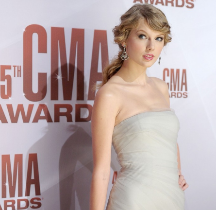 Taylor Swift in J. Mendel | 45th Annual CMA Awards