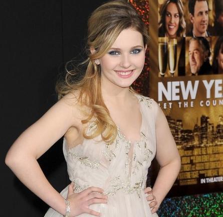 Abigail Breslin in Marchesa   'New Year's Eve' LA Premiere