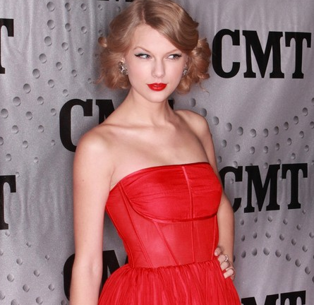 Taylor Swift in Porcelain | 2011 CMT Artists Of The Year