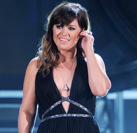 Kelly Clarkson in Pamella Roland   2012 GRAMMY Awards
