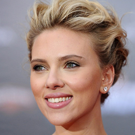 Scarlett Johansson in Versace | 'The Avengers' Hollywood Premiere
