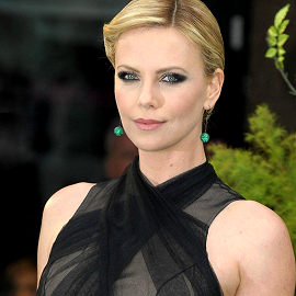 Charlize Theron in Christian Dior Couture | 'Snow White and the Huntsman' London Premiere