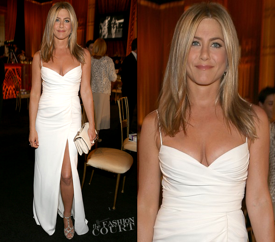 Jennifer Aniston in Burberry | 40th AFI Life Achievement Award Honoring Shirley MacLaine
