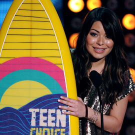 Miranda Cosgrove in Collette Dinnigan | 2012 Teen Choice Awards
