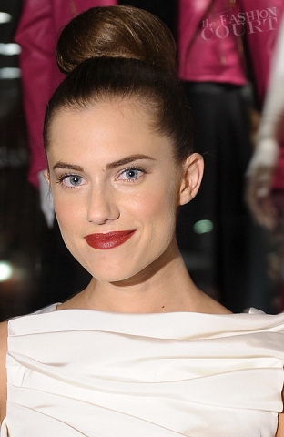 Allison Williams Hits Up New York Fashion Week: Get Her Super Sleek Top-Knot!