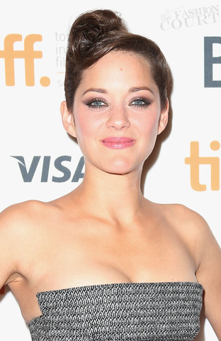 Marion Cotillard's Hairstylist Tells You How to Get Her 1940s Twisted TIFF 'Do!