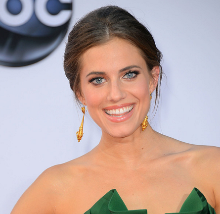 Emmy Beauty: Allison Williams Red Carpet Up 'Do