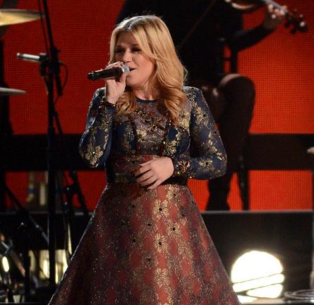 Kelly Clarkson in Cesar Arellanes   CMA Awards 2012