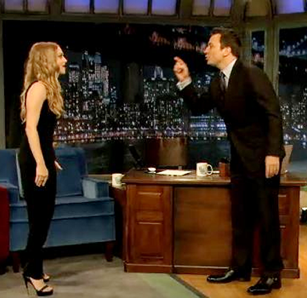 Amanda Seyfried in Roland Mouret | 'Late Night with Jimmy Fallon'