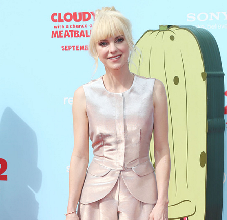 Anna Faris in Emporio Armani | 'Cloudy With A Chance Of Meatballs 2' Hollywood Premiere
