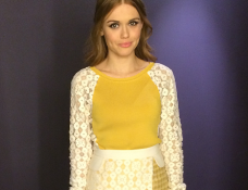 Holland Roden in Moschino Cheap and Chic | E! 'Fashion Police'