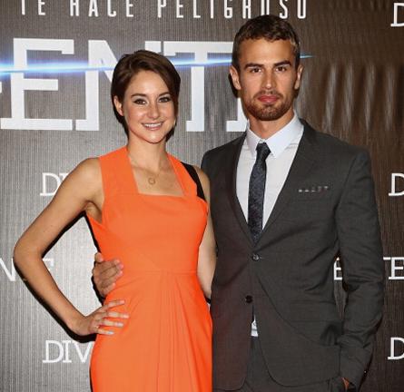 Shailene Woodley in Roksanda Ilincic & Theo James in Burberry Prorsum | 'Divergent' Mexico City Premiere