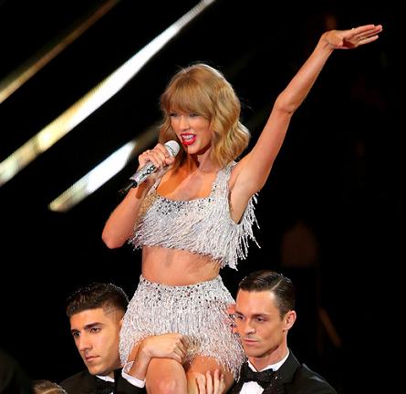 Taylor Swift in Lorena Sarbu | 2014 MTV Video Music Awards