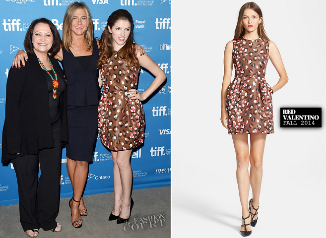 Jennifer Aniston in Sportmax & Anna Kendrick in RED Valentino | 'Cake' Photocall - 2014 Toronto International Film Festival