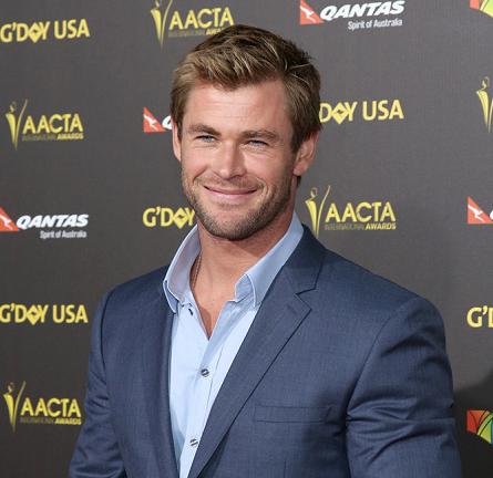 Chris Hemsworth in Burberry Prorsum | 2015 G'DAY USA & AACTA Awards Gala