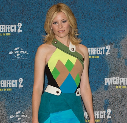 """Elizabeth Banks in Peter Pilotto 
