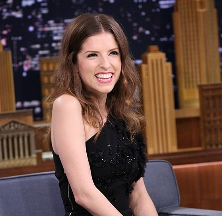 Anna Kendrick in Elie Saab | 'The Tonight Show Starring Jimmy Fallon'