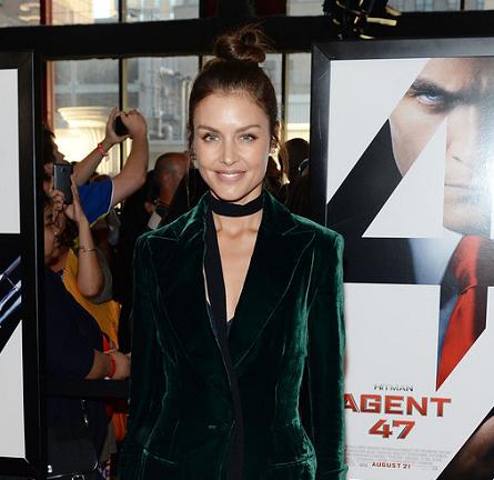 Hannah Ware in Cushnie et Ochs | 'Hitman: Agent 27' NYC Premiere