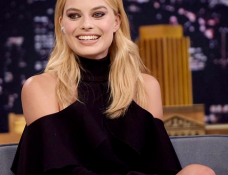 Margot Robbie in Elie Saab | 'The Tonight Show Starring Jimmy Fallon'