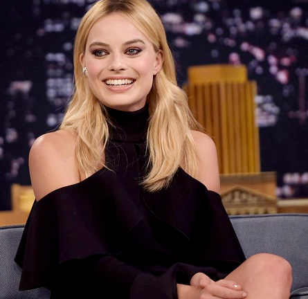 Margot Robbie in Elie Saab | 'The Tonight Show Starring Jimmy Fallon'