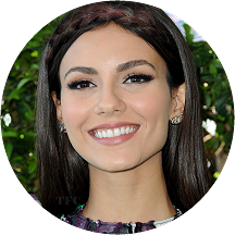 Victoria Justice in Versace | 2016 Teen Choice Awards